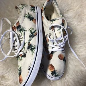 Size 6 women's pineapple vans
